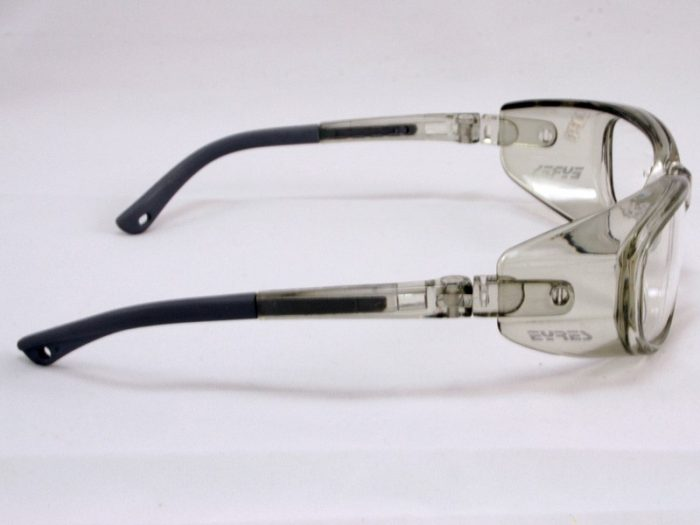 320 eyres Clearview safety glasses side view